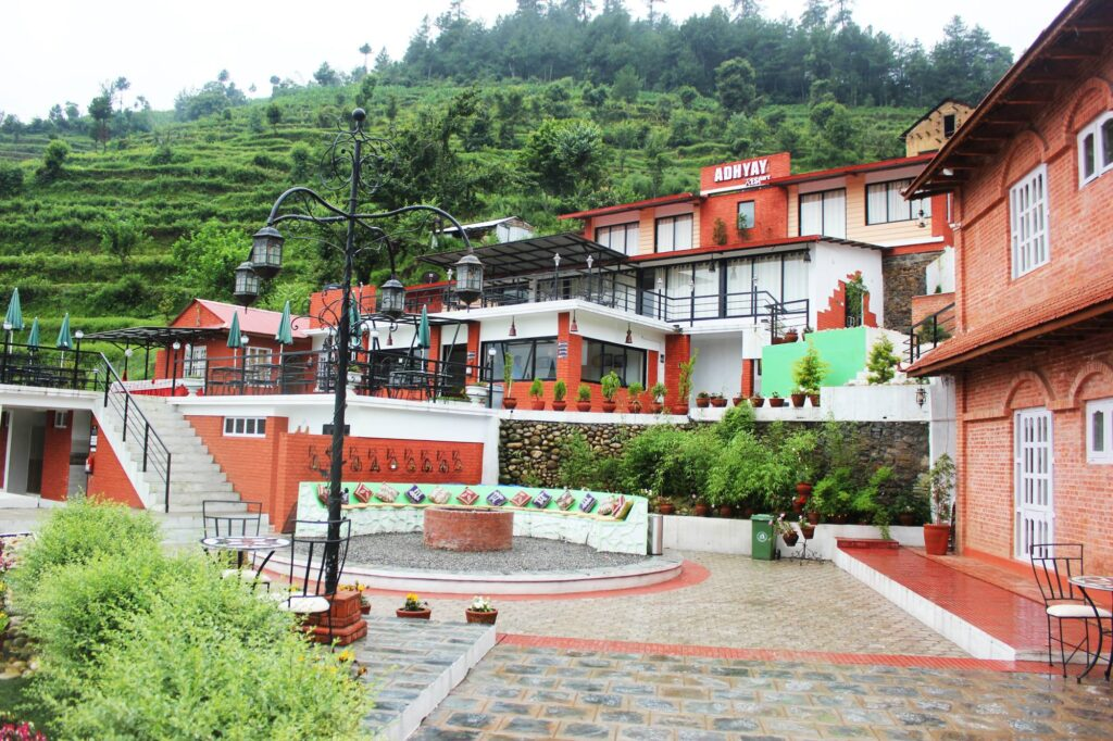 Om Adhyay Retreat- hotels in Chitlang