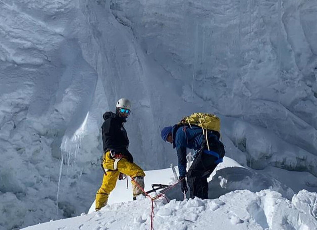 Sherpas fixing the lines to Mt. Manaslu