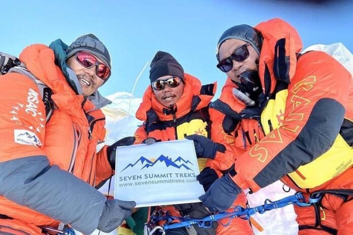 Bahrain-expedition-team-Manaslu