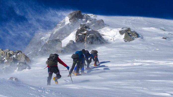Lobuche peak climbing difficulties