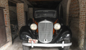 A special Car gifted by Hitler to Late Royal Family